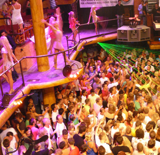 Amnesia ibiza crowd