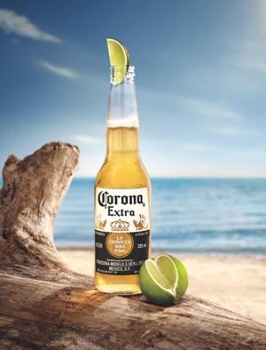 Chilliger Start in den Sommer mit Corona. Gewinnt eines von drei exklusiven Corona-Sets im Gesamtwert von 300 Euro.