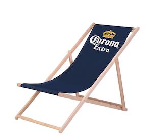 Corona Strandliegestuhl - Beach-Chair. Chilliger Start in den Sommer mit Corona. Gewinnt eines von drei exklusiven Corona-Sets im Gesamtwert von 300 Euro.